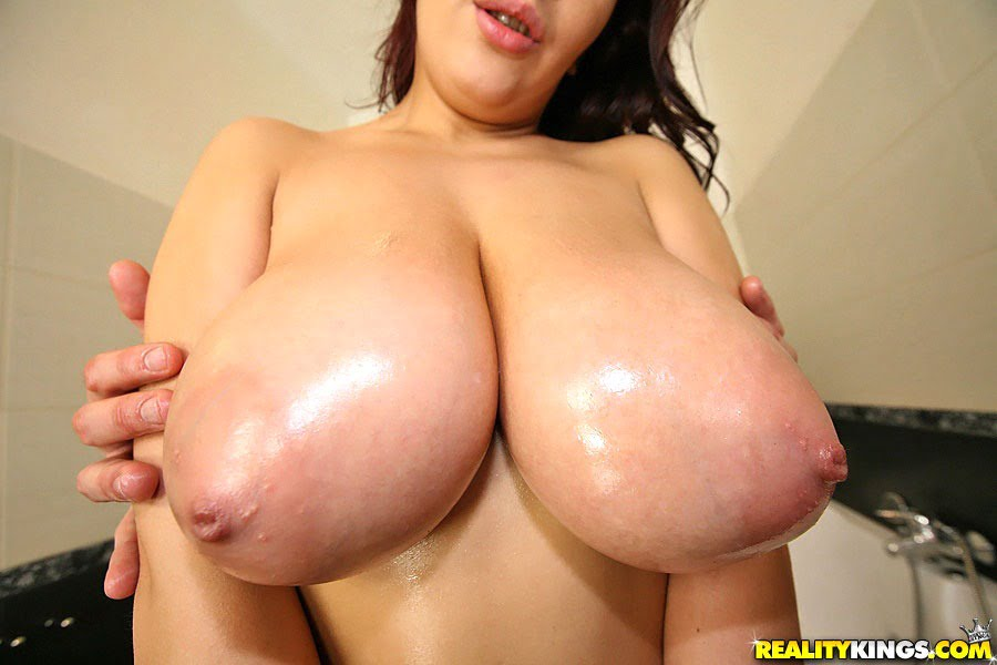 Big Boobs Tit Fuck Cum